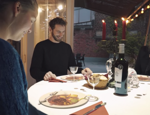 Una presentación Holográfica mientras esperas tu cena?