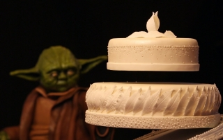 Yoda make levitate a cake