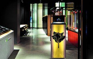 Laura Simond perfume holographic display