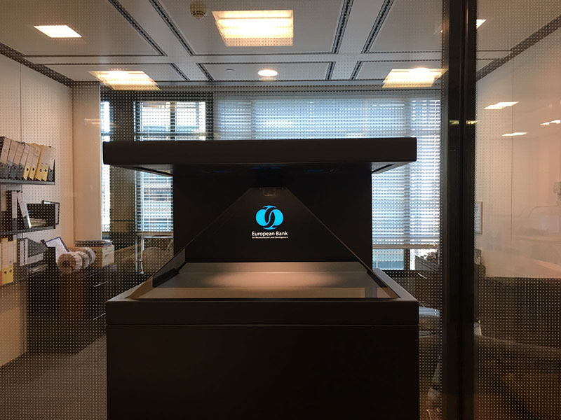 3d holographic display instalation in a bank