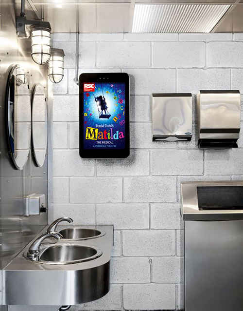 Outdoor-Digital-Advertising-Displays-Application-Poster-shop